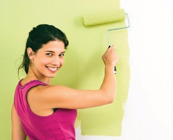 Как покрасить бумажные обои