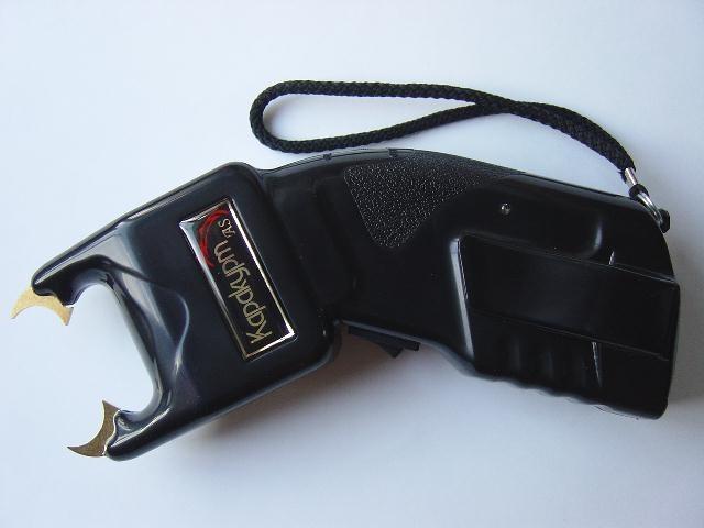 How to charge a stun gun