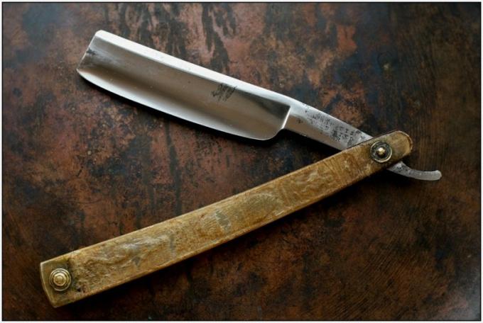 Как править опасную бритву