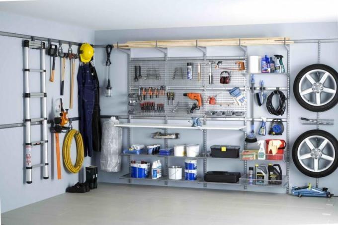 Как благоустроить гараж