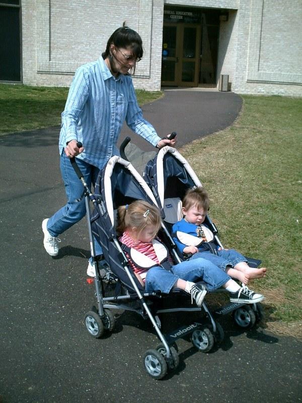 Как выбрать коляску для двойни