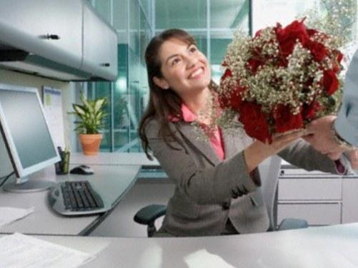 Что подарить коллеге на 8 марта