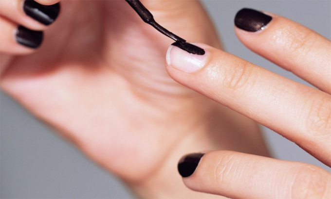 How to learn to design on nails