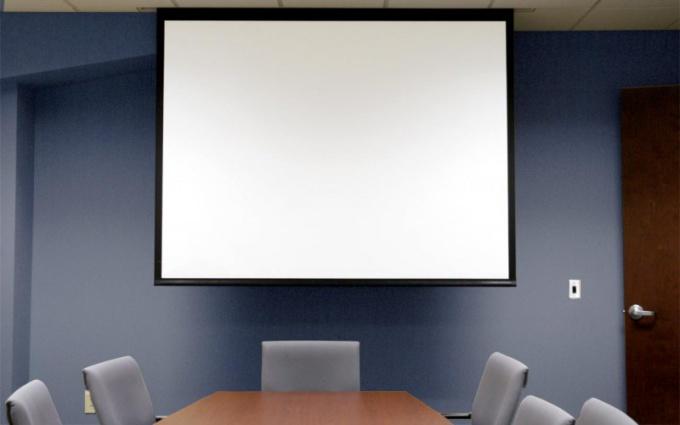 Как выбрать проекционный экран