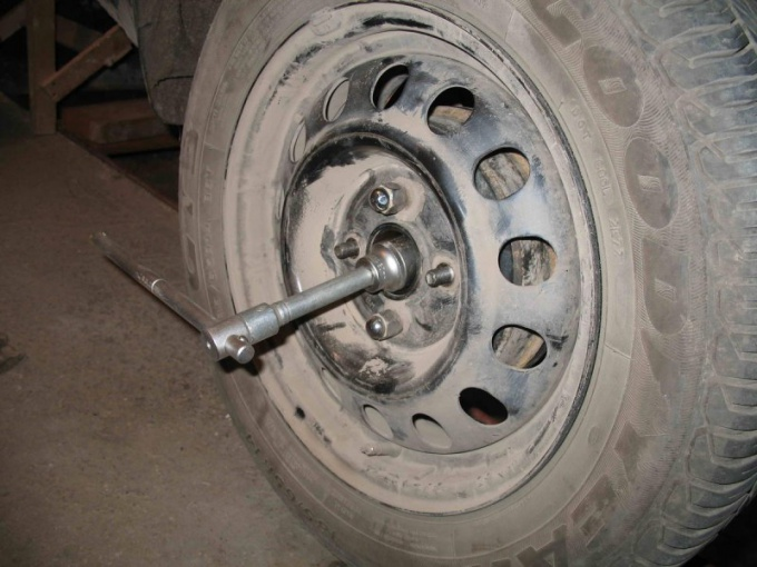 How to Unscrew the hub nut