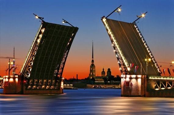 День рождения: как отметить праздник в Санкт-Петербурге