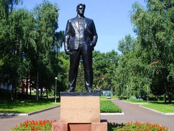 Загадка смерти Маяковского. Была ли нарушена просьба покойного?
