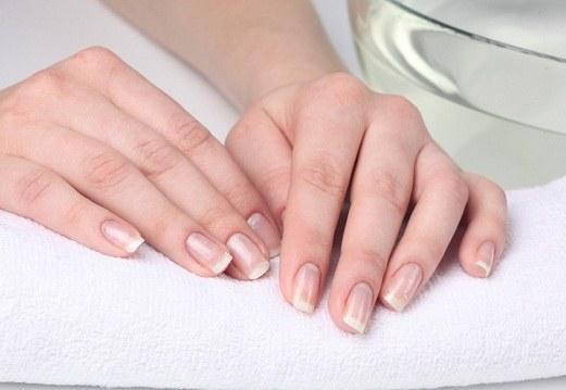 Как лечить расслоение ногтей