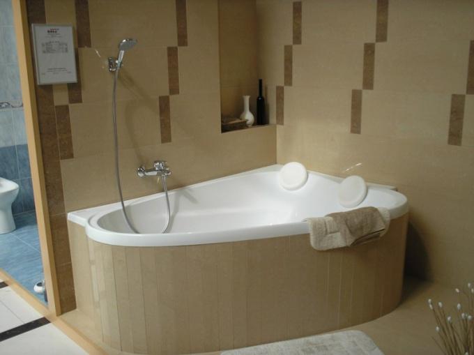 Как установить угловую ванную