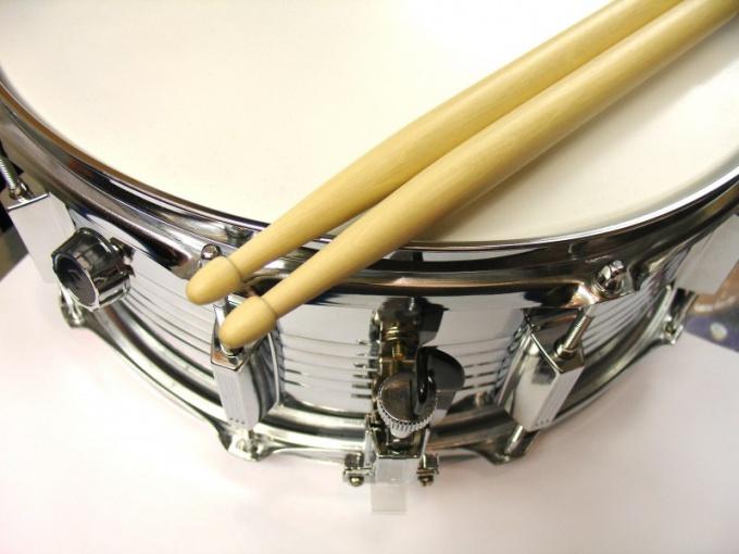 Как вращать барабанные палочки