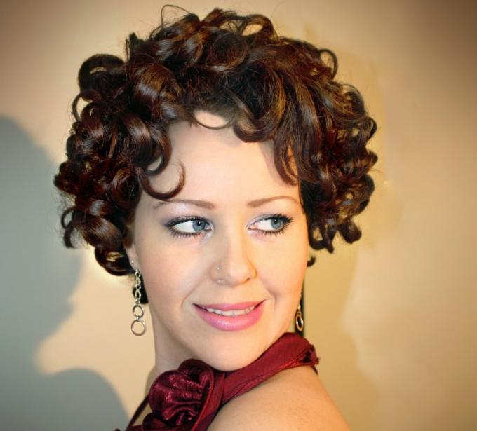 Как завить прямые волосы