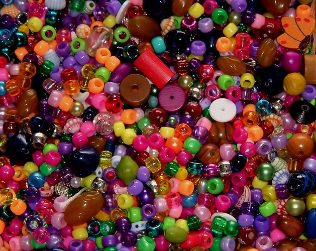 How to weave baubles of beads