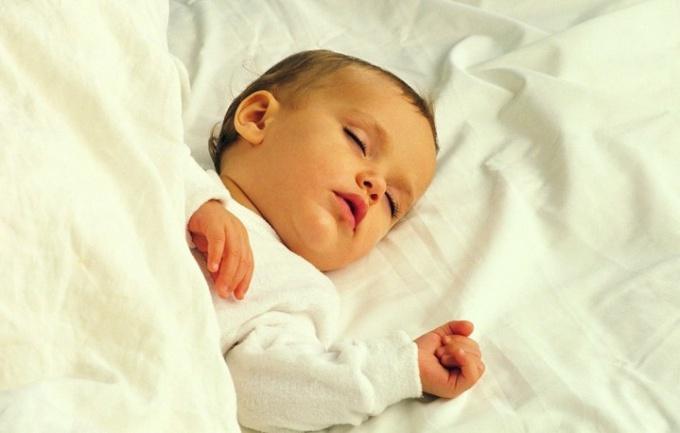Как приучить ребенка засыпать в своей кровати