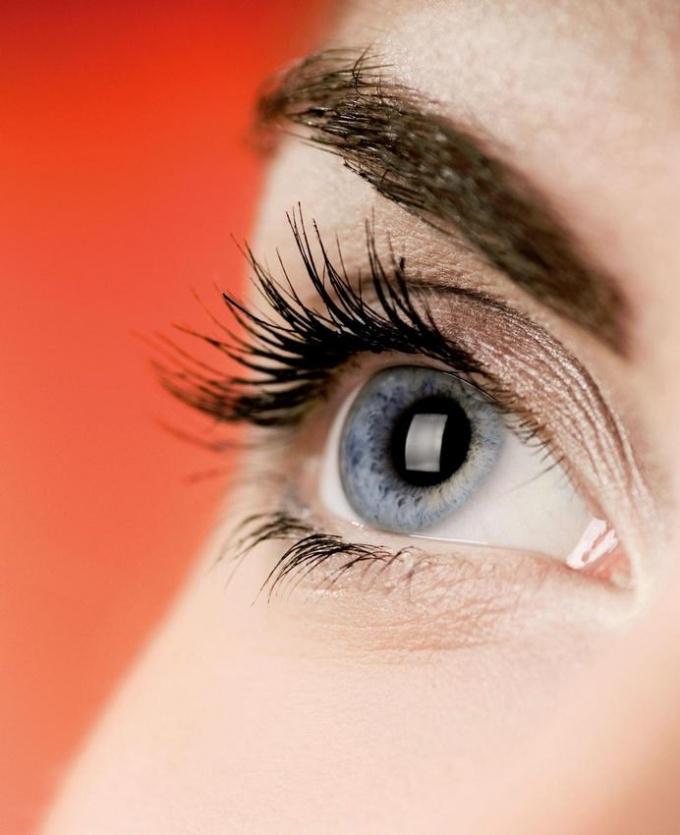 Как лечить красноту глаз