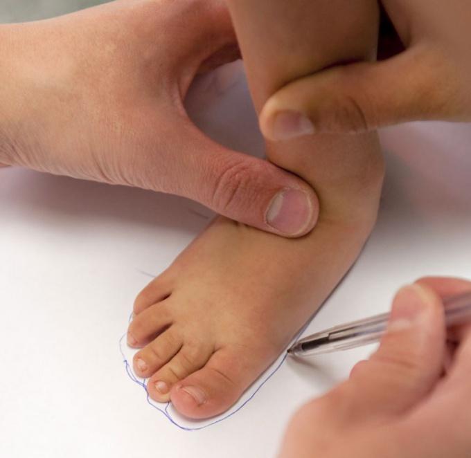 Как измерить размер ноги ребенка