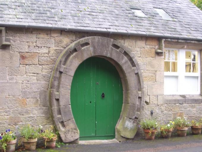 Как отремонтировать дверной проем