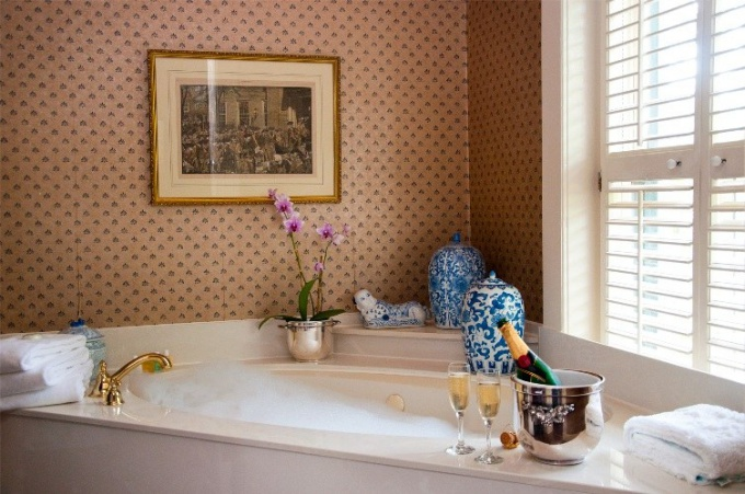 How to get rid of plaque in the bathroom