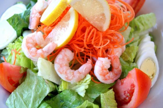 Салат из морепродуктов готовить