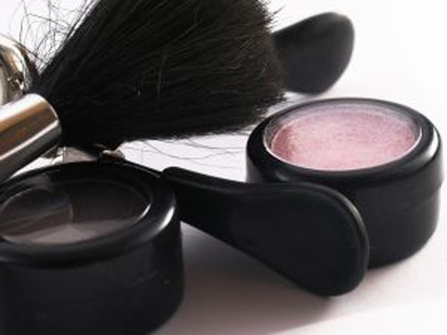 How to choose a decorative cosmetics