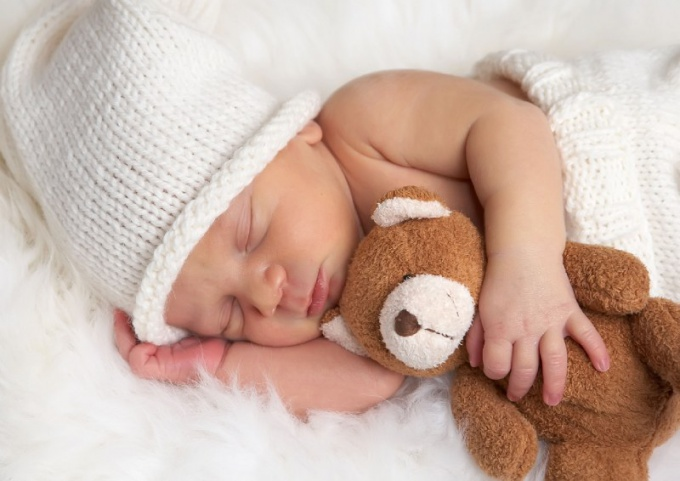 Как обучить грудничка засыпать независимо