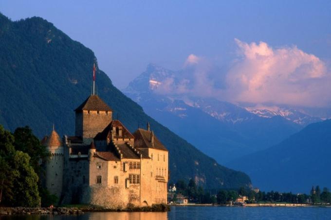 Как перевести деньги в Швейцарию