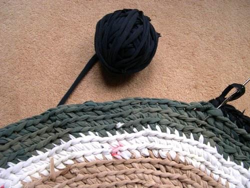 Как связать коврик из колготок