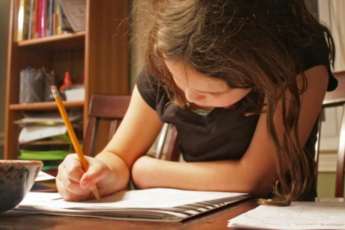 Как научить ребенка писать сочинения