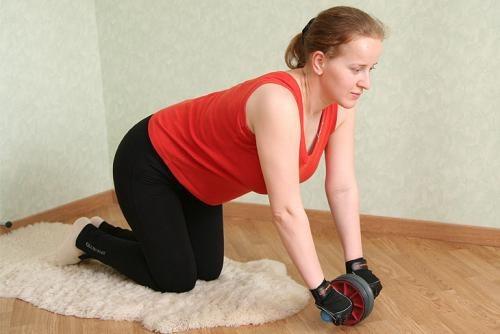 Как заниматься с гимнастическим роликом