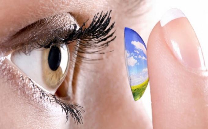 Как вставлять линзы в глаза