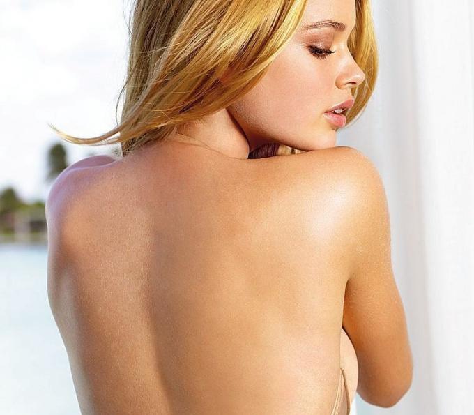 Как избавиться от веснушек на плечах