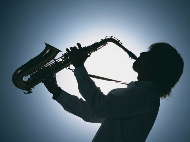 Как обучиться играть на саксафоне