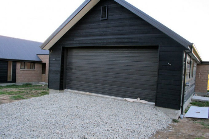 Как возвести недорогой гараж