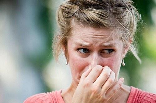 Как устранить запах лака