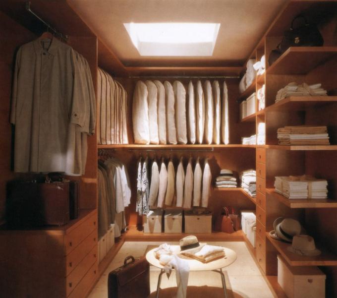 Как переделать кладовку в гардеробную