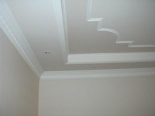 Как снять ветхую побелку с потолка