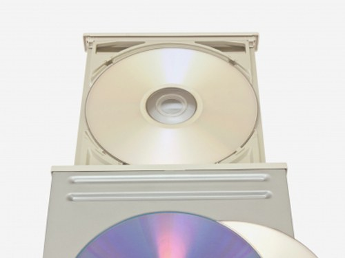 Как вставить диск в компьютер