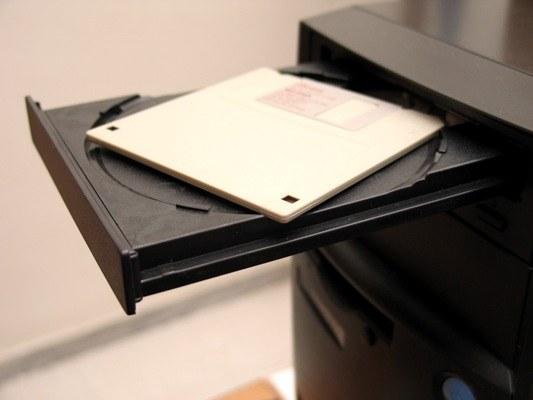 Как вытащить дисковод