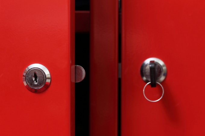 Как вставить металлическую дверь