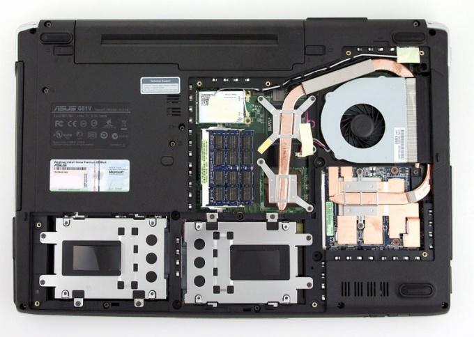 Как вставить диск в ноутбук