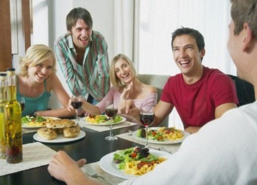 Три парня пришли в гости, порно женщина и двое