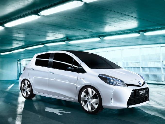 Как открыть капот Toyota
