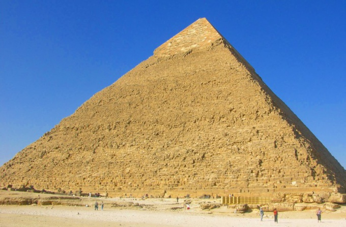 How to calculate the area of a pyramid
