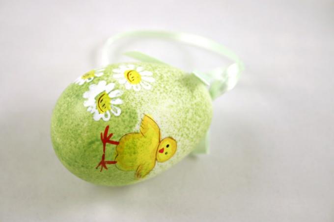 Существует множество вариантов украшения пасхальных яиц