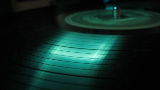 How to wash vinyl records