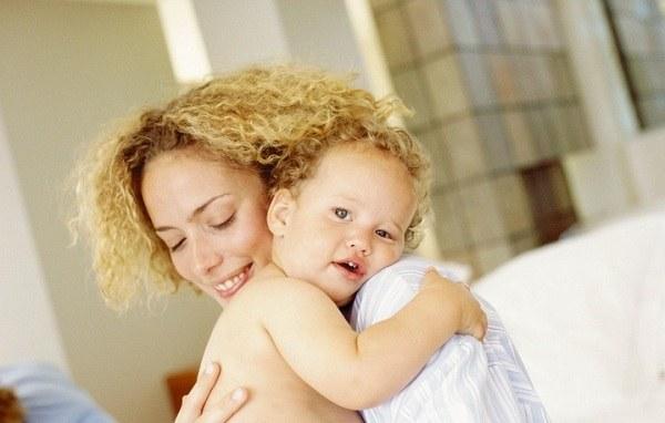 Как носить ребенка на руках