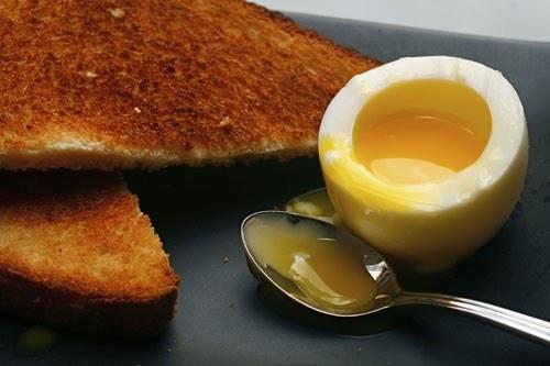 Как лучше варить <strong>яйца</strong>