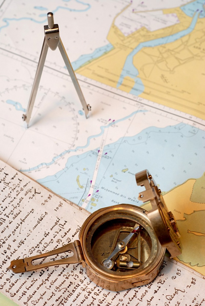 Куда указывает стрелка компаса