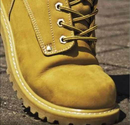 Как очистить ботинки от соли