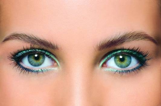 How to make your eyes visually larger