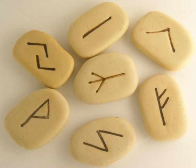 How to wear rune